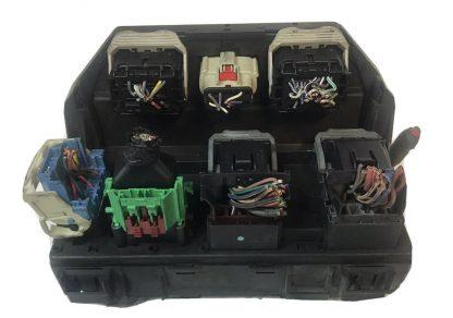 Caja de fusibles 2010 Dodge Caravan / T&C TIPM 04692299AG